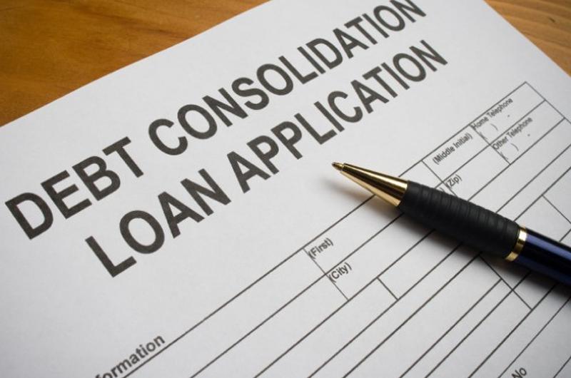 Schuldconsolidatie is het proces van het samenvoegen van een aantal verschillende schulden tot één enkele lening met een globaal lager rentetarief